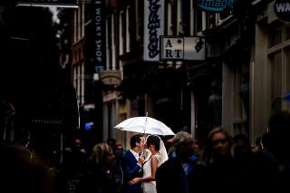 Urban-Trouwfotografie-TrouwenmetThomas-trouwen-in-de-stad-27