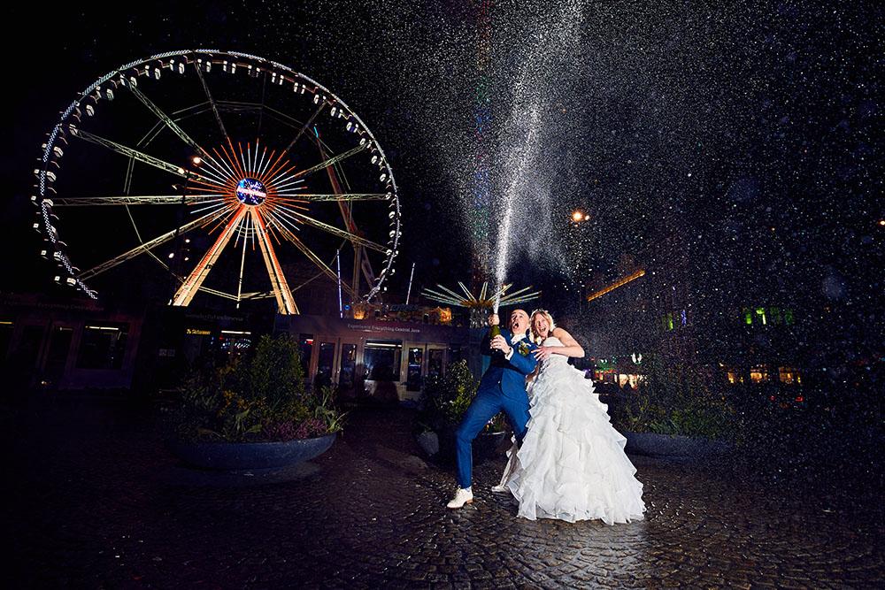 Bruidspaar op de Dam in Amsterdam