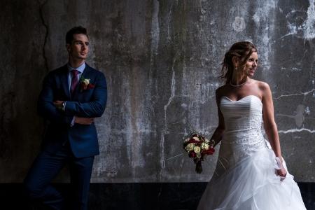 Bruidspaar in een oud fort in België