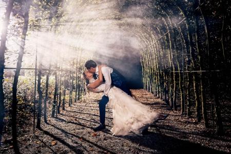 Bruidspaar bij Buitenplaats Sparrendaal