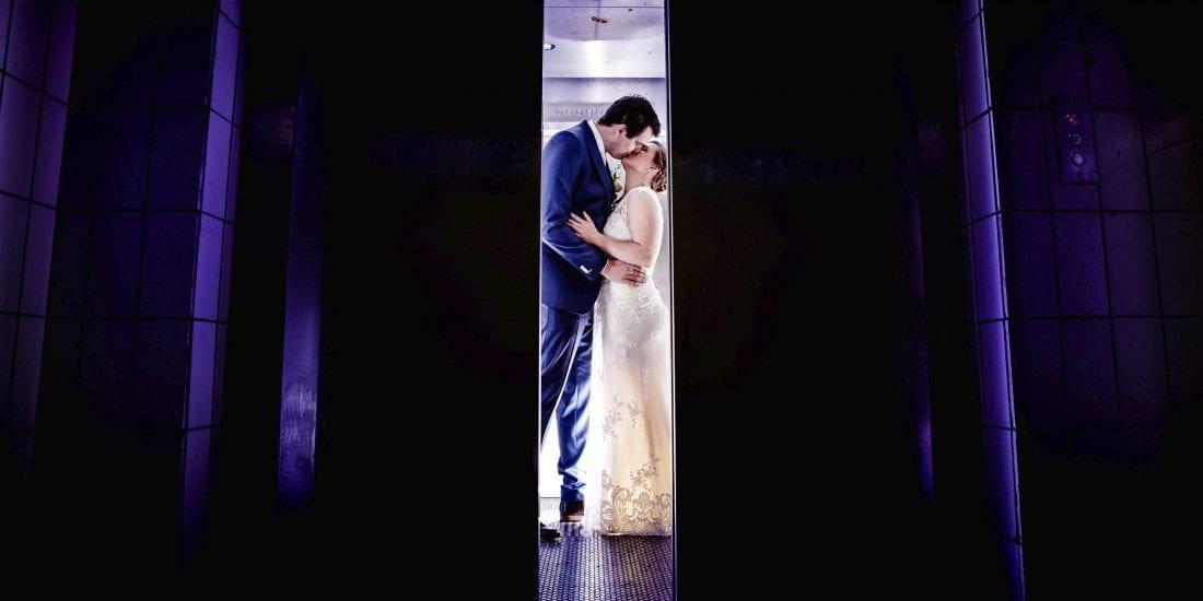 Stoere bruidsfotografie wanneer het slecht weer is.