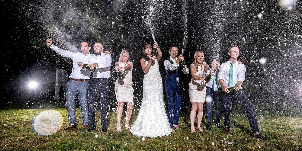 Champagne foto op de trouwlocatie