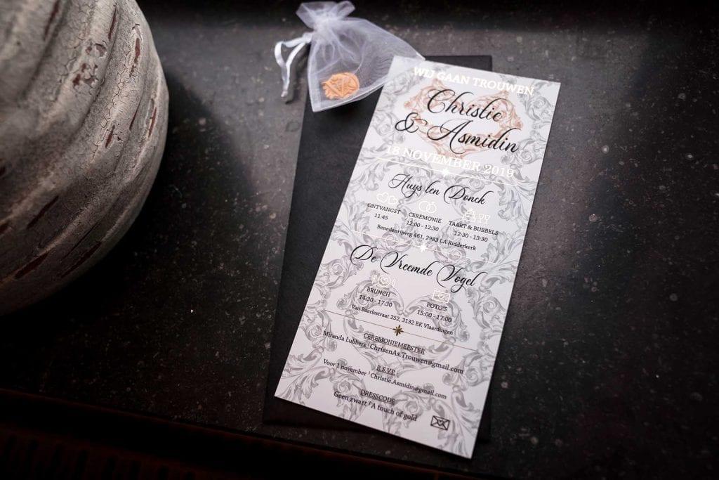 Originele unieke trouwkaart met goud en zwart