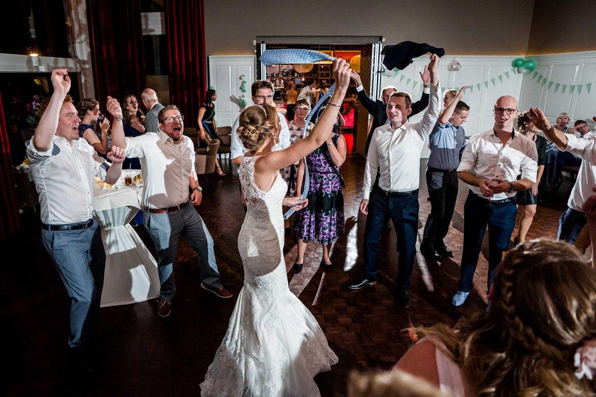 Voorbeeld feestfoto tijdens bruiloft