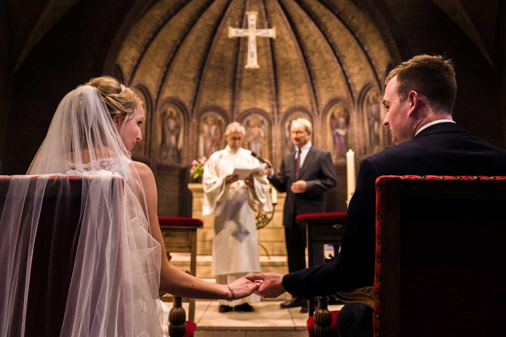 Bruidspaar in kerk