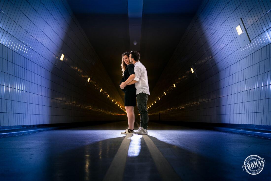 Zwangerschapsshoot in de Maastunnel