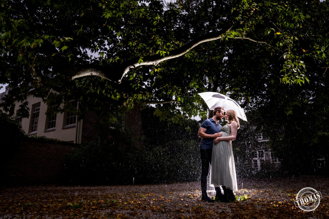 Zwanger fotoshoot in de regen