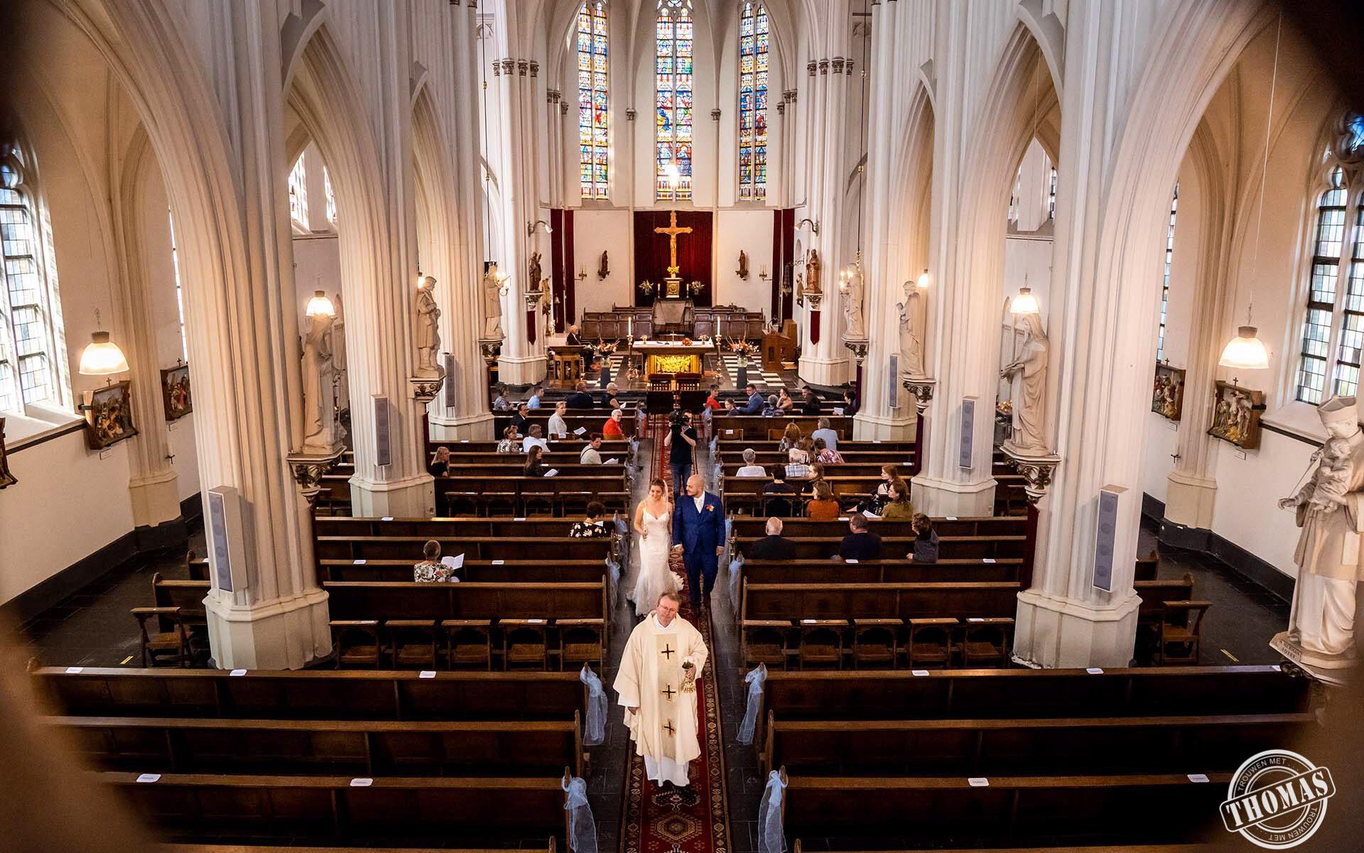 Trouwceremonie in de kerk tijdens Corona