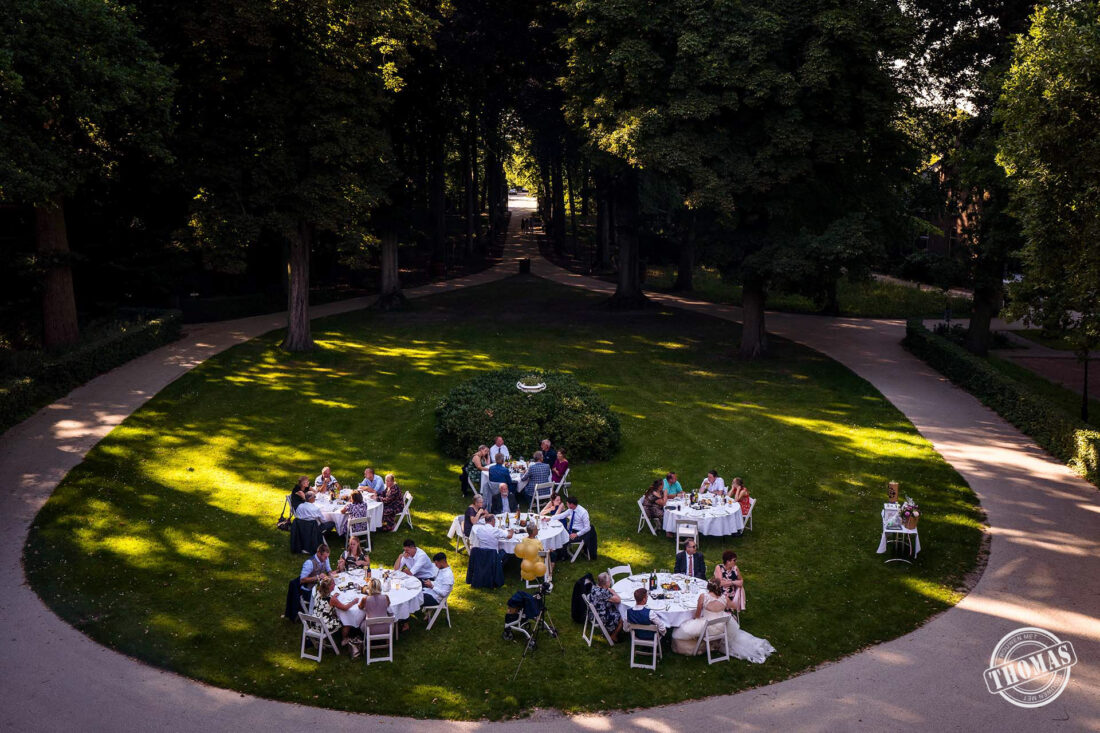 Diner tijdens een bruiloft in Coronatijd bij Kasteel Oud-Poelgeest