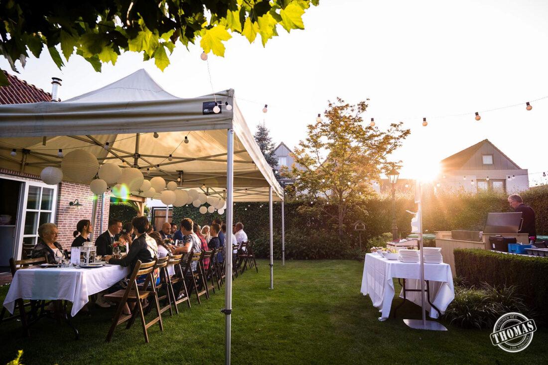 Do It Yourself bruiloft diner in achtertuin