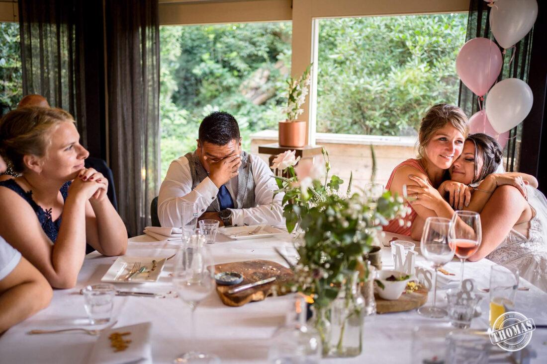 Emoties tijdens speech op bruiloft