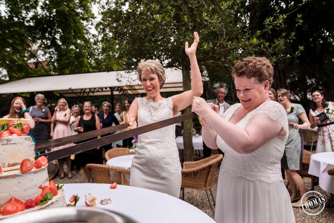Bruidstaart snijden bij Grand Hotel Karel V