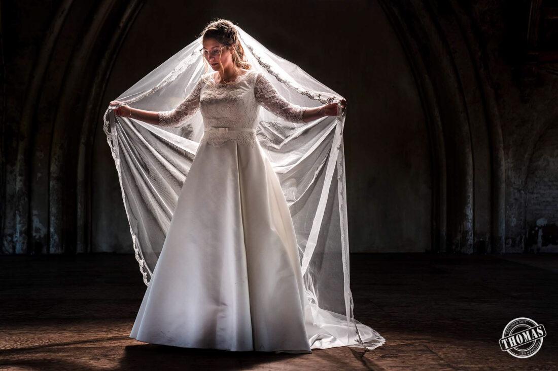 Unieke en originele trouwfoto met sluier