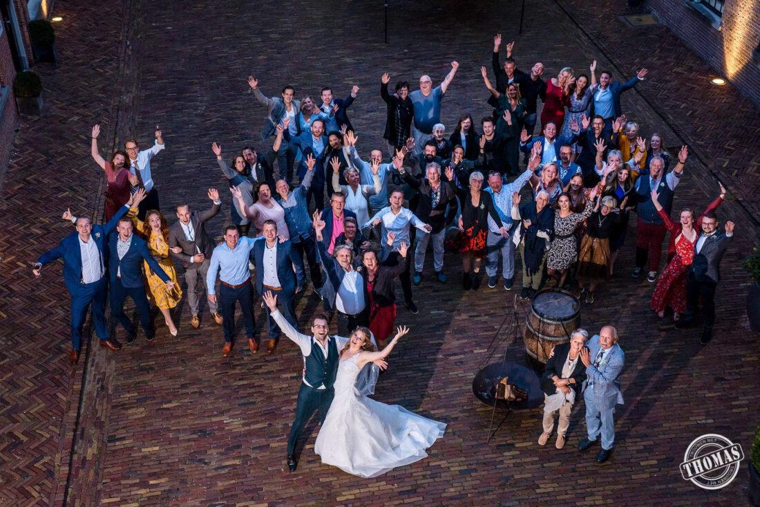 Nieuwe normaal groepsfoto op bruiloft