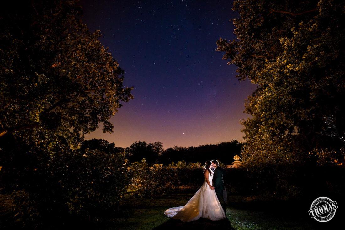 Bruidspaar onder de sterrenhemel Melkweg