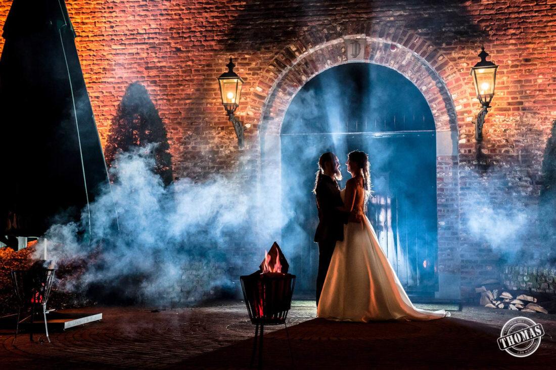 Creatieve avondfoto tijdens bruiloft