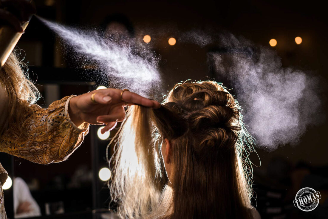 Hairspray shot van de bruid.