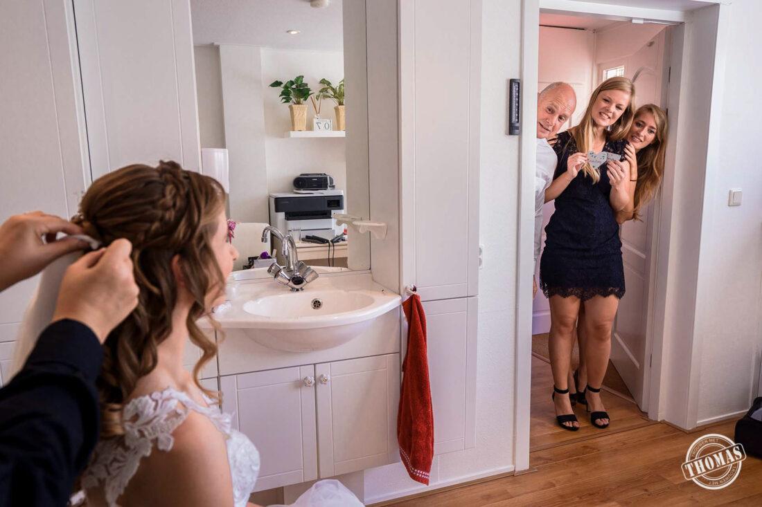 Haar en Make-up van de bruid op afstand