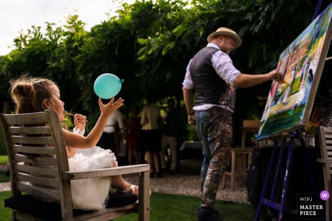 Bruidsmeisje op bruiloft